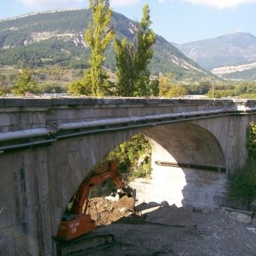Démolition du Pont des chaînes à Die