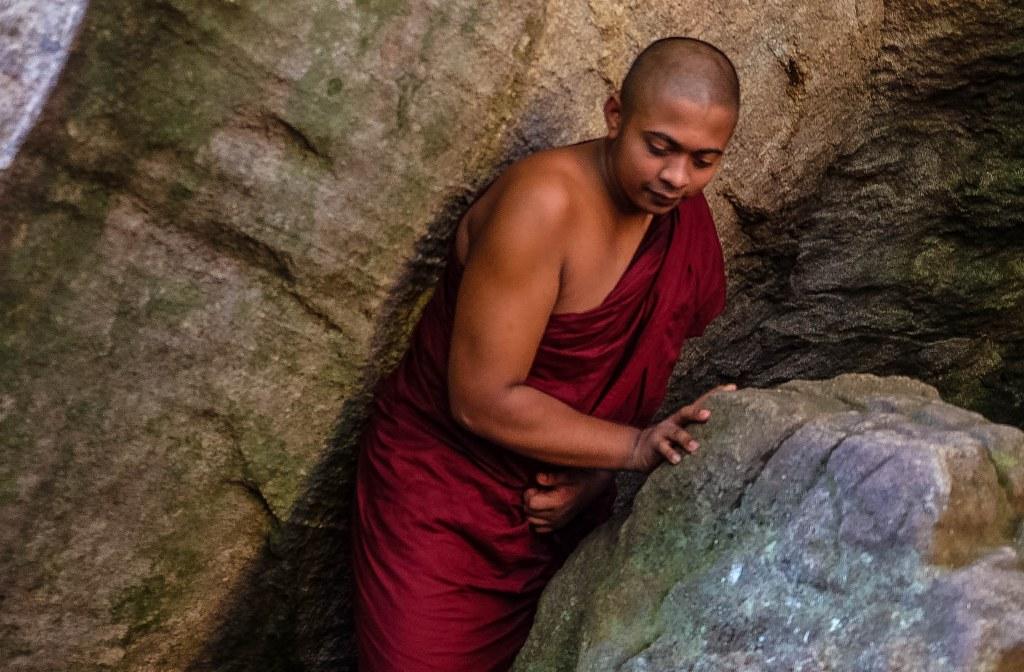 Sigiriya Pidurangala rock temple Sri Lanka-79_1024x672
