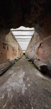 ...valamint hogy a helyiek ide pakoltak le minden régészeti limlomot...
