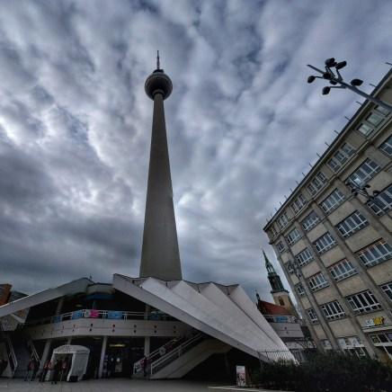 Alexanderplatz 2: nem került ki instára, mert a Google Camera belehelyezett egy kis csücsköt a torony közepébe.