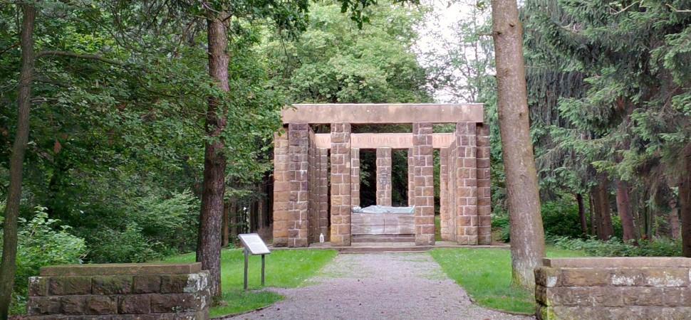ehrenmal-oerlinghausen-kammweg-1