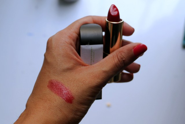Belle Organique Scarlet Red Lipstick | Review and Swatches