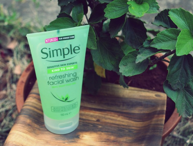 Top 5 Face Washes For Dry Sensitive Skin in India - Simple Face Wash