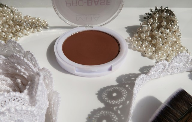 of the MUA Pro Base Pressed Powder