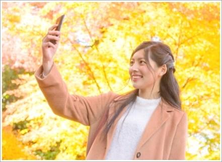 女性、紅葉、スマホ、秋、自撮り、写真