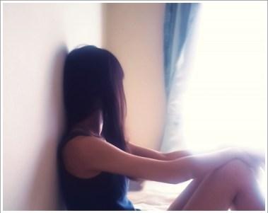 女性、悩む、憂鬱、部屋