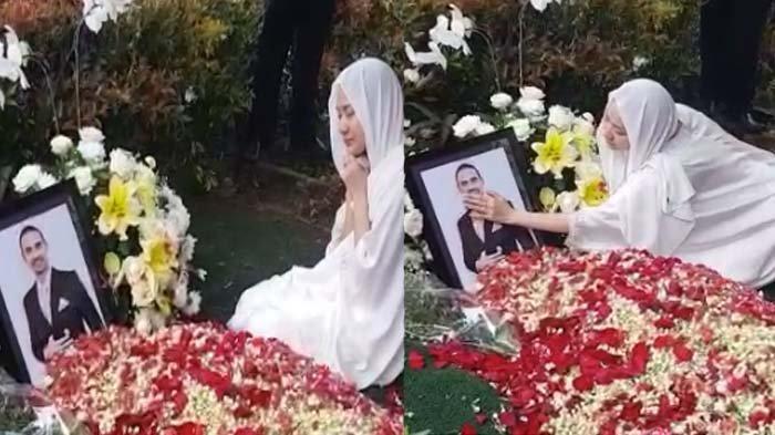 BCL saat bersimpuh di depan pusara Ashraf Sinclair, menangis saat elus foto suami
