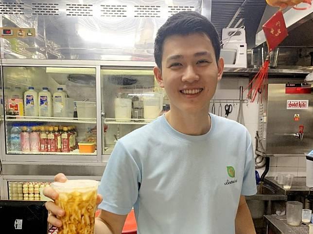 Wajah pedagang mirip artis. Foto: 8days.sg