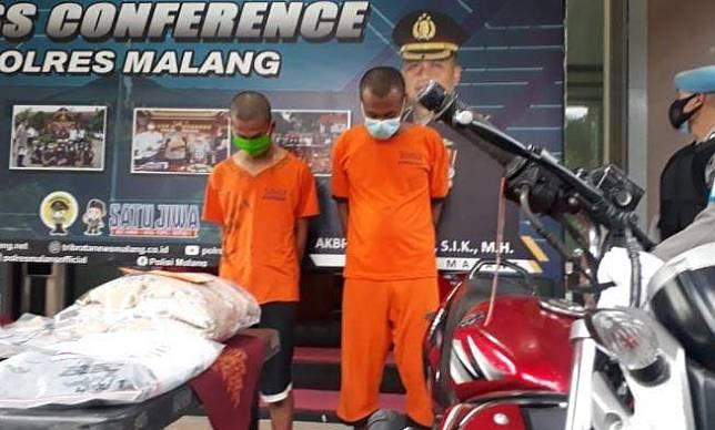 Dua pelaku pembunuhan mantan bos di Kabupaten Malang ditangkap polisi. (Foto: MNC Portal/Avirista Midada)
