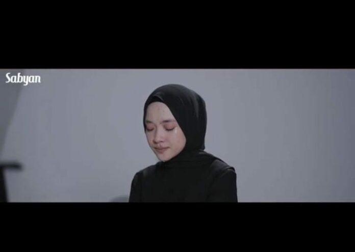 """Lama Tak Muncul di Tengah Publik, Diam-Diam Nissa Sabyan Rilis Lagu Baru Yang Berjudul """"Sapu Jagad"""" - Fokus Jabar"""