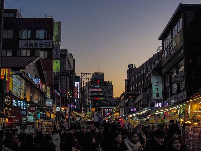 Salah satu night market di Korea Selatan. Foto: Unsplash