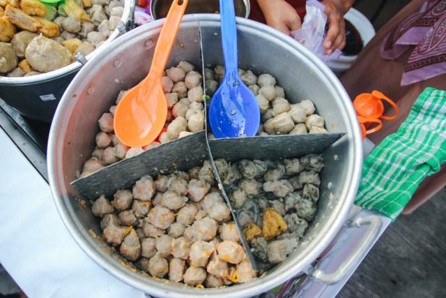 Bakso Tusuk 9 Rasa di Kampung Ramadhan Jogokaryan - kumparan.com