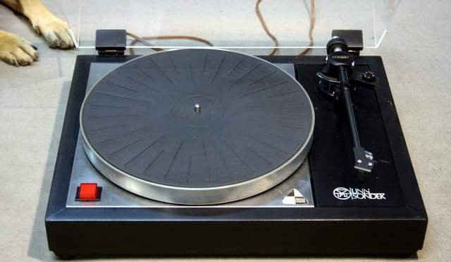 Common Turntable Question: Service my Old Turntable or Buy a New Deck?