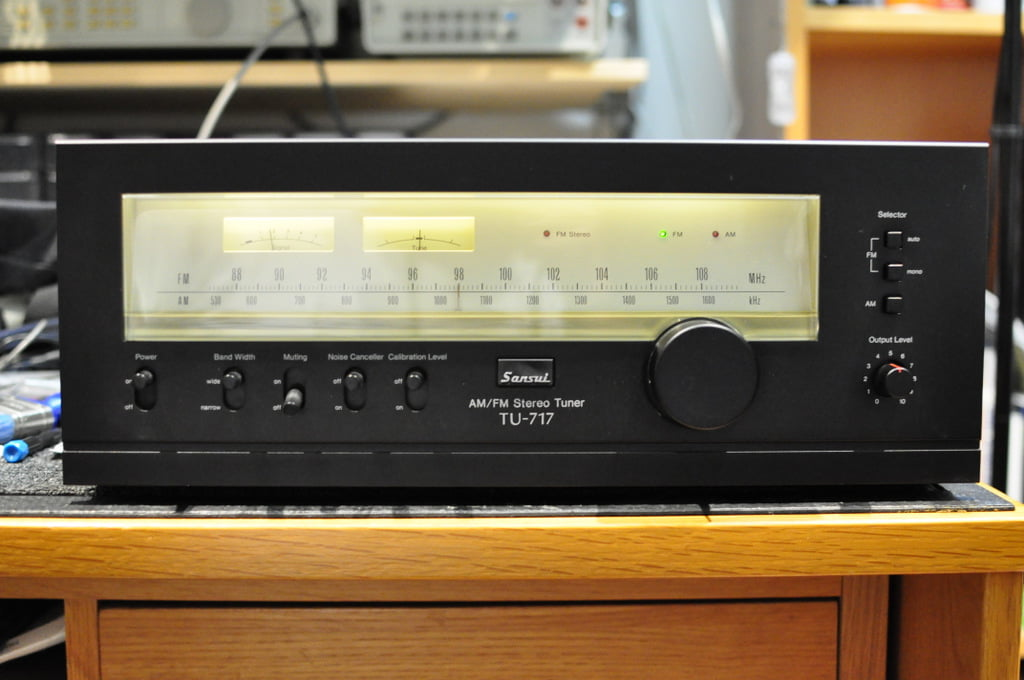 Read more about the article Sansui TU-717 AM/FM Stereo Tuner Service & Alignment