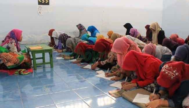 Kelas Khusus Pesantren Putri