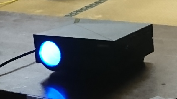 中華製プロジェクターの明るさを測ってみました。おかげでルックスとルーメンの違いもわかりました。