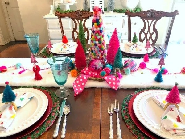 Pom pom and bottle brush christmas table