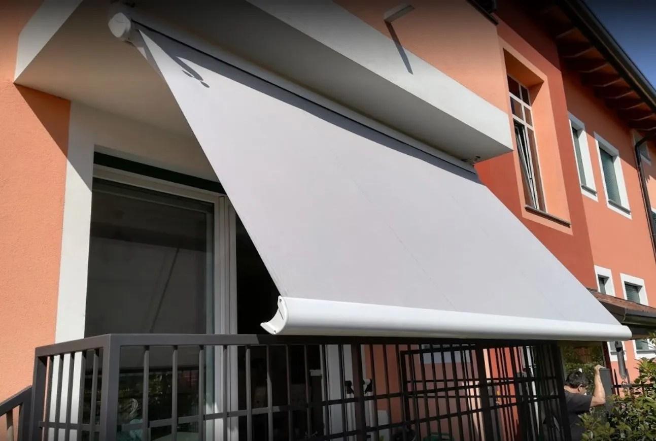 Si può montare a un muro oppure al soffitto del balcone o terrazzo. Tende Da Sole Per Balconi