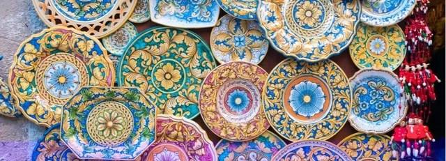 Dunque la porcellana è un tipo pregiato di ceramica e da questa si differenza per la composizione del materiale e la temperatura di cottura. Le Origini Della Maiolica E La Sua Diffusione In Italia Nel Xiii Secolo