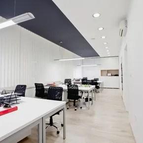 Negozio di arredamento e mobili per l'ufficio in località macerata. Poltrone E Scrivanie Macerata Saramix