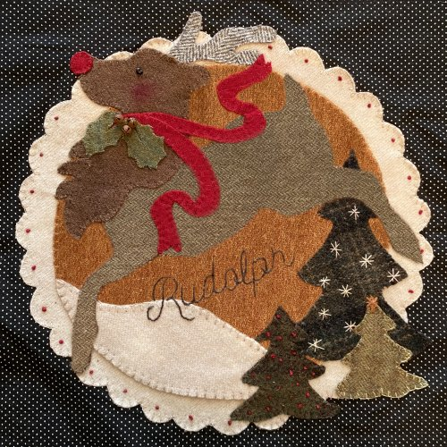 Christmas Quilt Blocks Stitch Along featured by top US quilting blogger, Lisa Bongean
