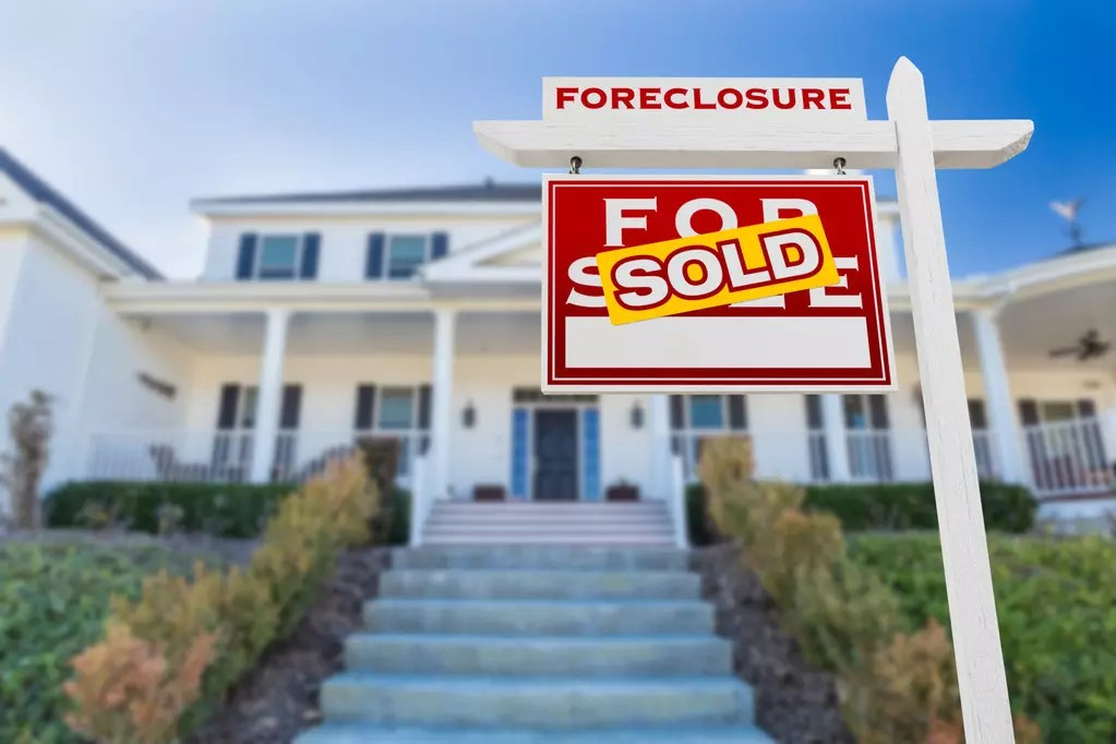 how to buy a pre-foreclosed home