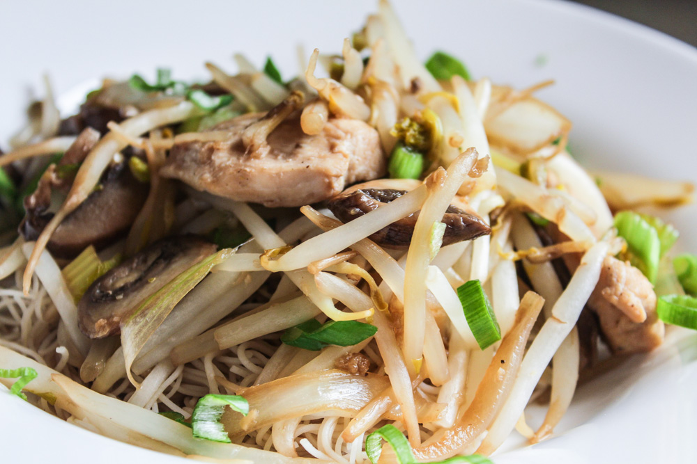 bean sprouts with chicken stitfry