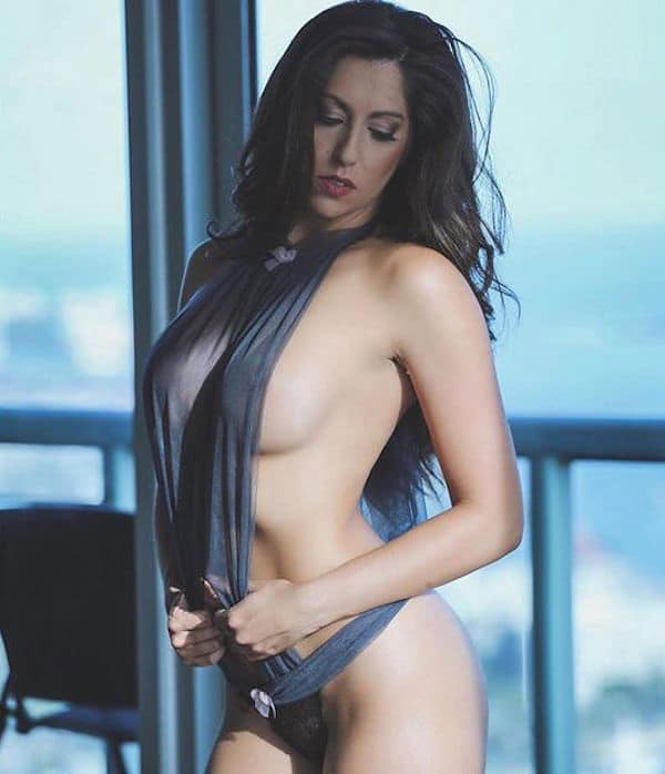 1454302416_0_1873e4_6654c081_orig Sexy brunette without underwear