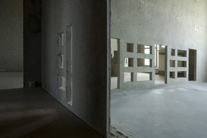 Untitled_Installation_view_Cutout_concrete_sideview_Lisa_Premke_Hoyerswerda_EP-Residency