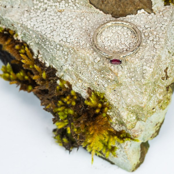 Lichen_Garnet_Ring_Top_View|Lisa_Rothwell_Young