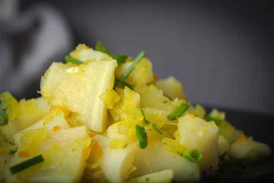 Low Carb Rezept zum Abnehmen leckerer Falscher Kartoffelsalat aus Petersilienwurzel
