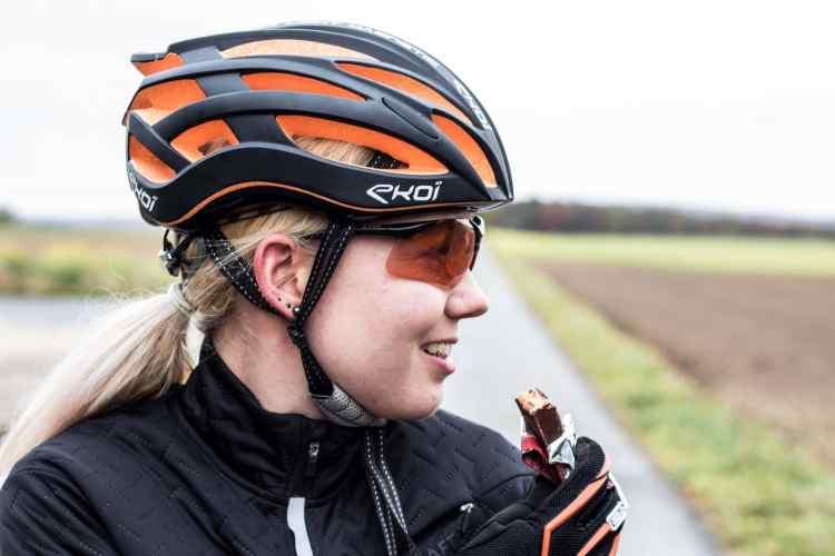 Power-Riegel als sinnvolles sinnvolles Supplement Radfahrer mit der Shop-Apotheke