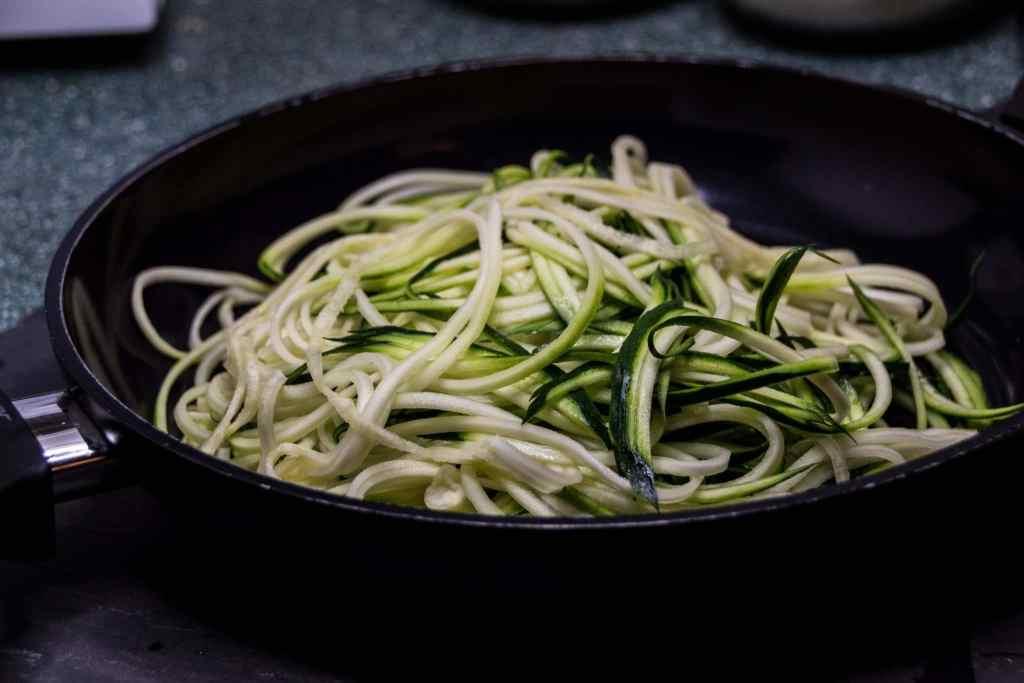 Zucchini Nudeln mit Lachs Rezept Deutsche See
