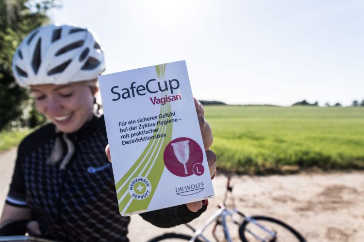 Die Menstrautionstasse SafeCup von Vagisan funktioniert auch beim Radfahren während der PEriode.