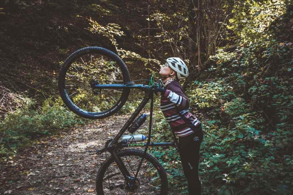 Radfahren im Herbst mit der richtigen Kleidung und Ausrüstung