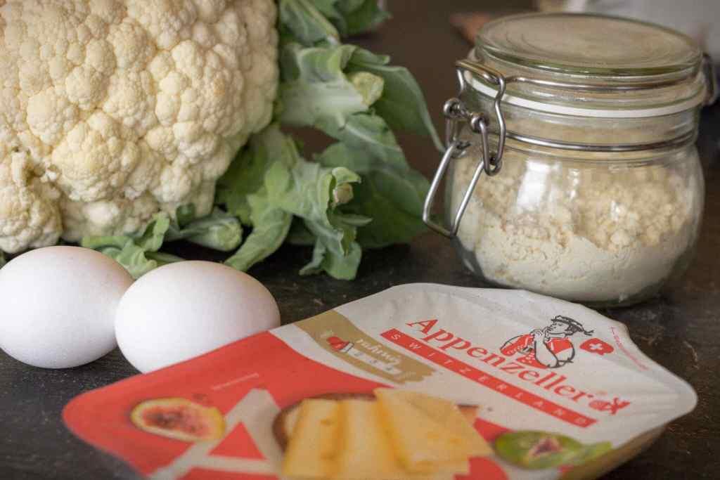 Low Carb Rezept: Blumenkohl-Käsetaler mit Appenzeller