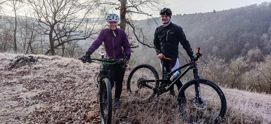 Radfahren im Winter - Tipps gegen kalte Füße beim Fahrrad fahren bei kaltem Wetter. Fahrrad Winterschuhe.