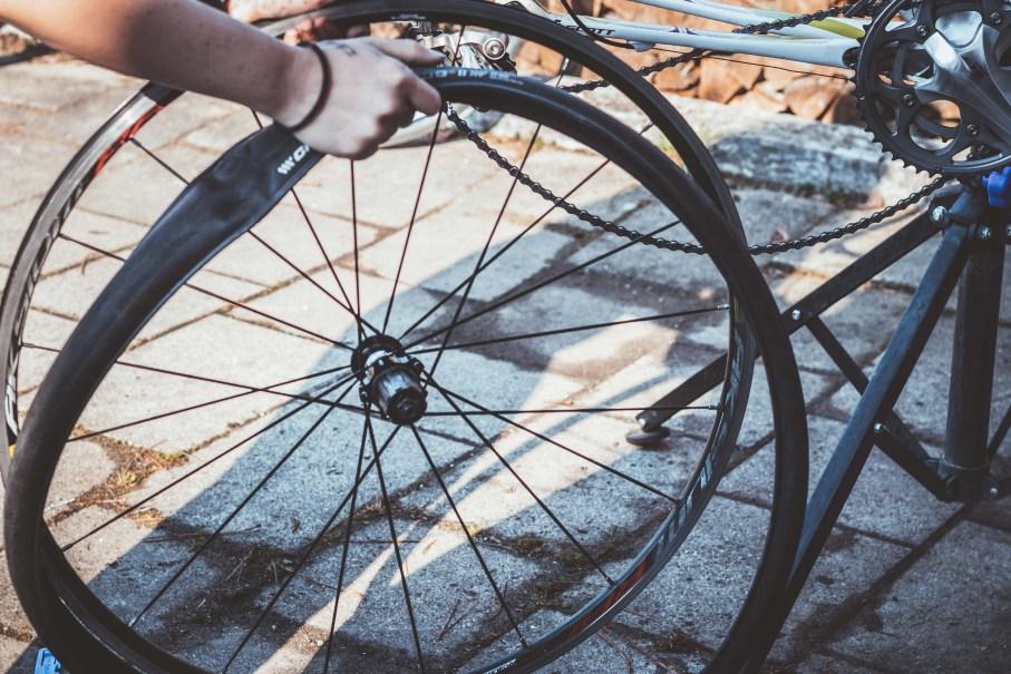 Rennrad Reifen wechseln und Schlauch austauschen - Erfahrungen beim Rennrad Umbau