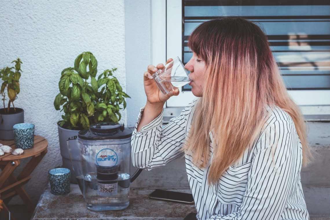 Natürliches und frisches Wasser trinken mit AcalaQuell Wasserfilter