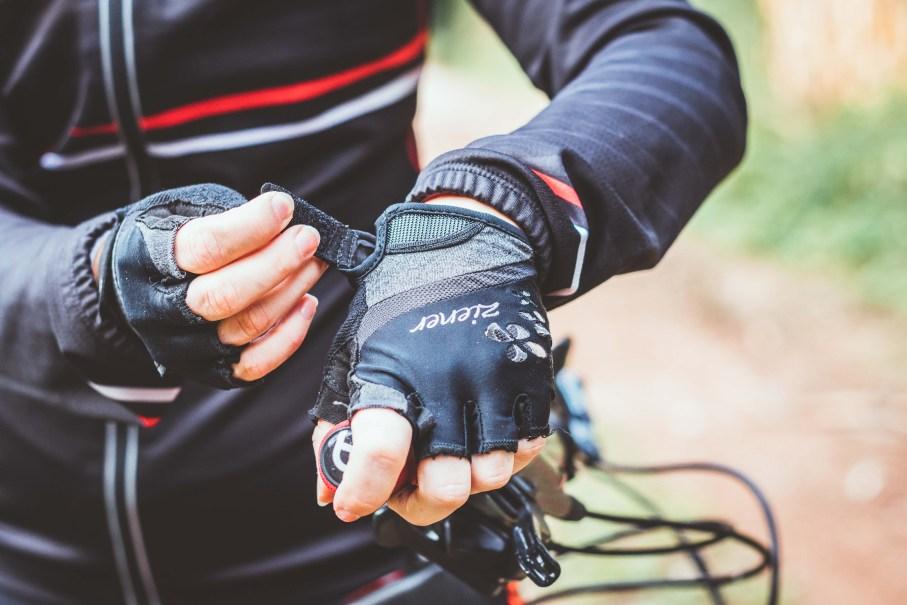 Fahrradhandschuhe Ratgeber - die richtige Größe für Handschuhe beim Radfahren finden.