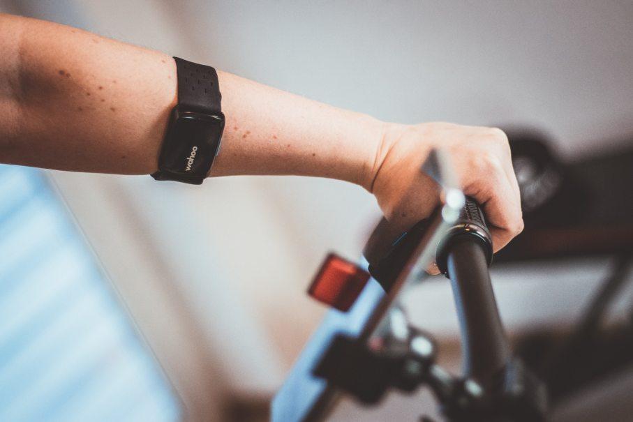 Erfahrungen mit dem Wahoo Tickr Fit Armgrut zum Puls messen beim Radfahren.