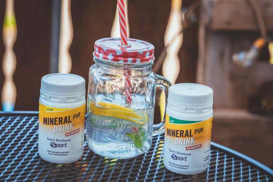 Mineral-Drink-Pur von Sanct Bernhard Sport um Mineralien aufzufüllen beim Radfahren bei Hitze im Sommer