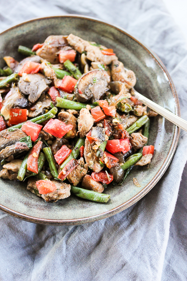 Skillet chicken vegetable toss is a healthy and richly flavored dish that's ready in less than 30 minutes, making it a great solution for busy weeknights. | lisasdinnertimedish.com