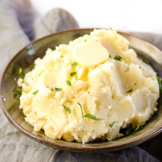 Ultimate Roasted Garlic Mashed Potatoes