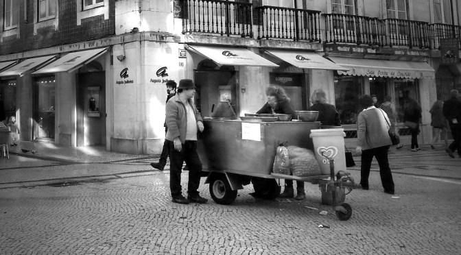 Roulotte qui vend des châtaignes grillées Rua Augusta