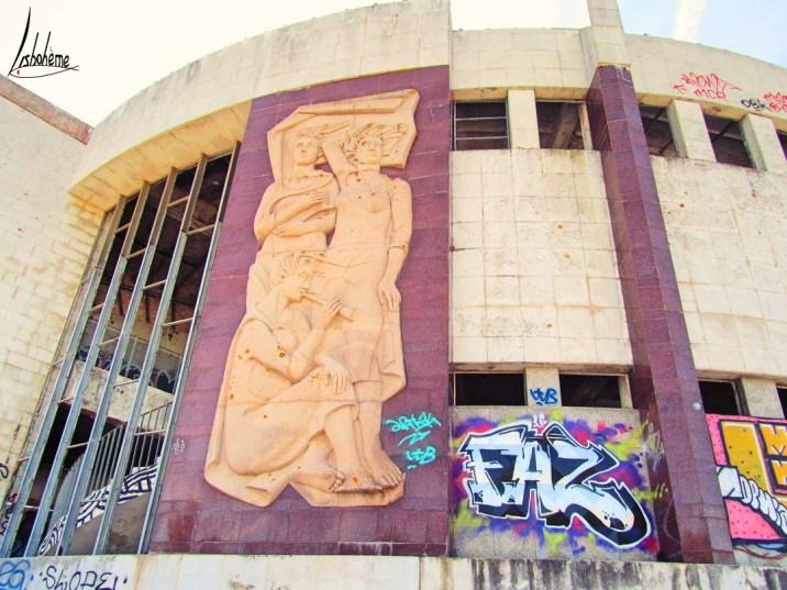 Détail de la façade extérieure du restaurant panoramique de Monsanto