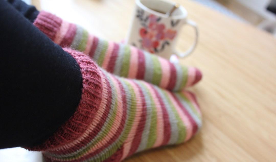 Comment faire un chausson au tricot - Comment tricoter des chaussettes en laine ...