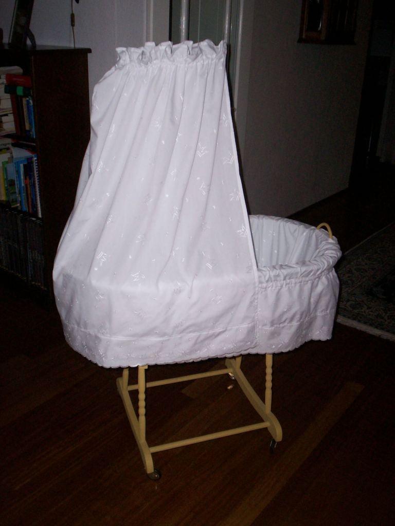 wieg babykamer stof bekleden zwanger zwangerschapsdagboek