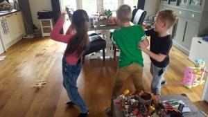 kinderen dansen op just dance