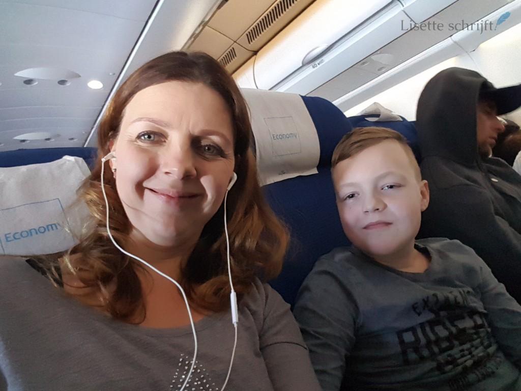 Schiphol vakantie begint in het vliegtuig Lisette Schrijft